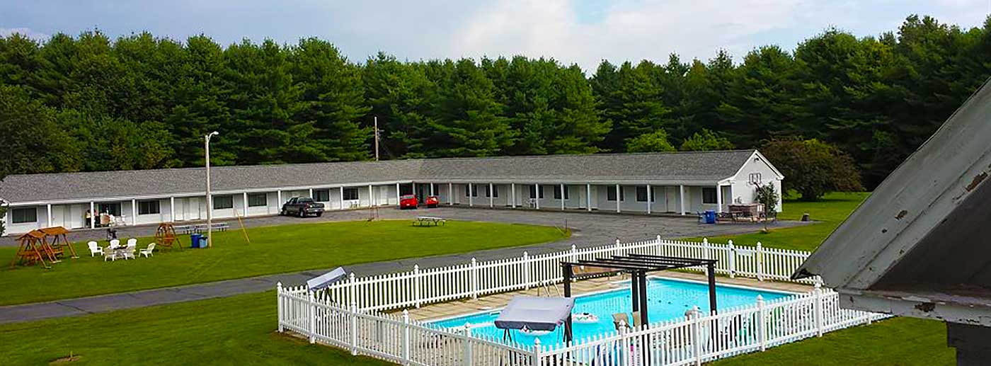 Bingham Motor Inn Swimming Pool