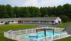 motor inn with pool